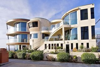 Photo 5: House for sale : 8 bedrooms : 3675 Ocean Front Walk in San Diego