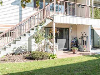 """Photo 4: 74 32959 GEORGE FERGUSON Way in Abbotsford: Central Abbotsford Townhouse for sale in """"Oakhurst"""" : MLS®# R2431213"""