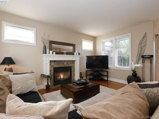 Photo 3: 4142 Auldfarm Lane in VICTORIA: SW Strawberry Vale House for sale (Saanich West)  : MLS®# 832601