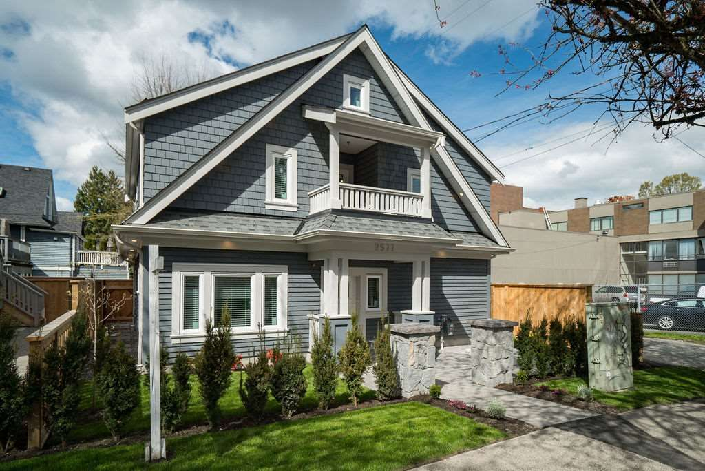 Main Photo: 2577 ST. GEORGE Street in Vancouver: Mount Pleasant VE Townhouse for sale (Vancouver East)  : MLS®# R2505557