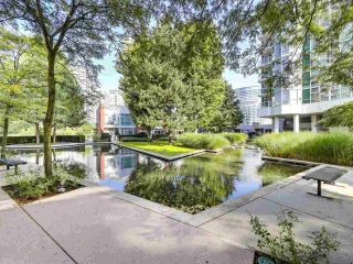 """Photo 21: 2305 1077 MARINASIDE Crescent in Vancouver: Yaletown Condo for sale in """"MARINASIDE RESORT"""" (Vancouver West)  : MLS®# R2544520"""