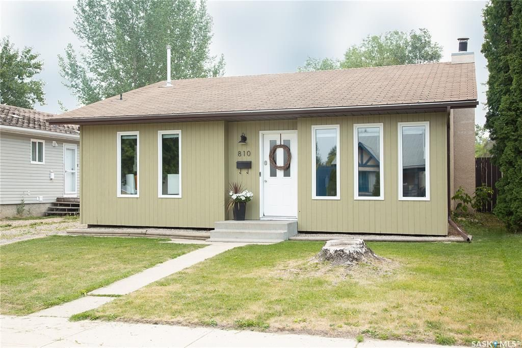 Main Photo: 810 Spencer Drive in Prince Albert: River Heights PA Residential for sale : MLS®# SK864193
