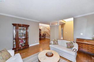 Photo 3: 100 530 Marsett Pl in VICTORIA: SW Royal Oak Row/Townhouse for sale (Saanich West)  : MLS®# 766034