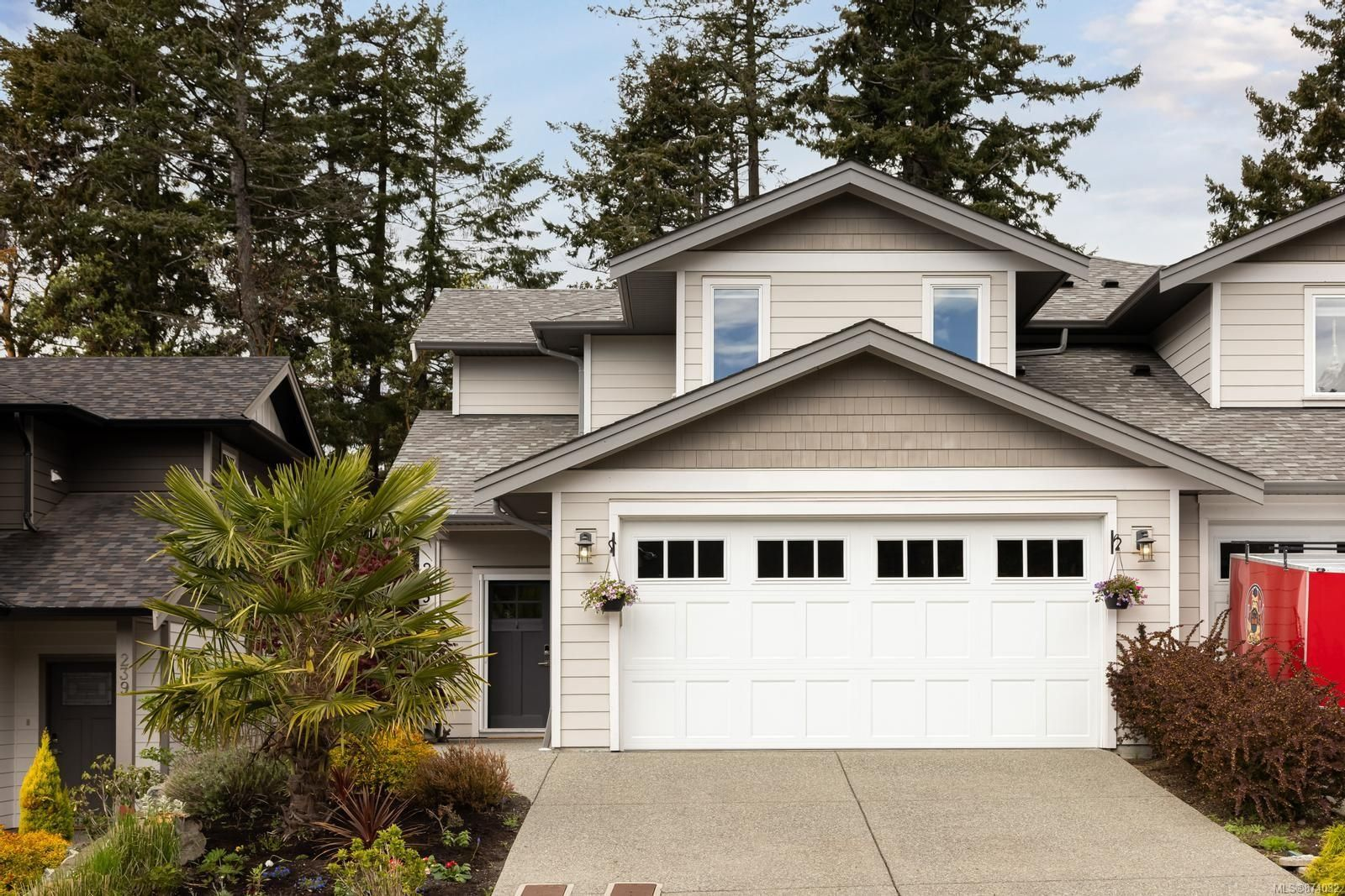 Main Photo: 235 Bellamy Link in : La Thetis Heights Half Duplex for sale (Langford)  : MLS®# 874032