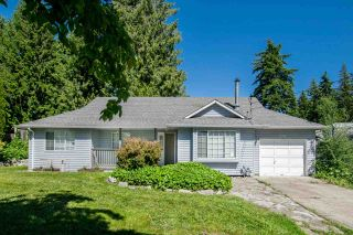 Photo 1: 510 VETERANS Road in Gibsons: Gibsons & Area House for sale (Sunshine Coast)  : MLS®# R2465193