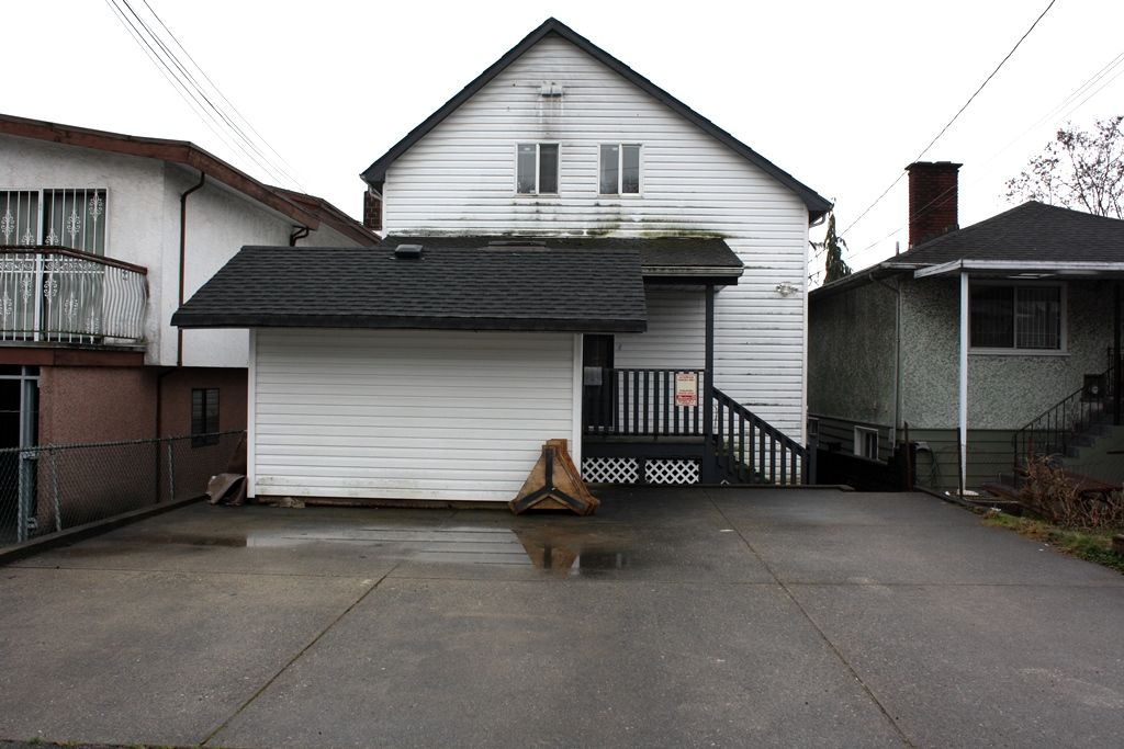 Photo 16: Photos: 3641 ADANAC Street in Vancouver: Renfrew VE House for sale (Vancouver East)  : MLS®# R2441963