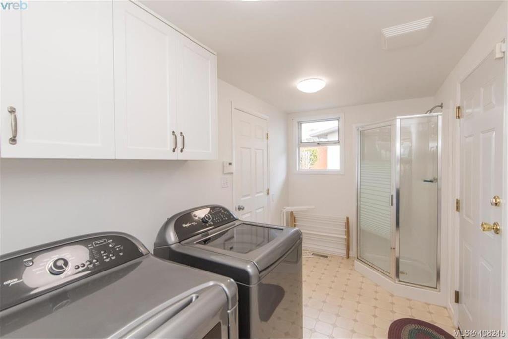 Photo 17: Photos: 546 Roseridge Pl in VICTORIA: SW Northridge House for sale (Saanich West)  : MLS®# 811318