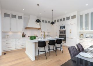 """Photo 2: 40895 THE CRESCENT in Squamish: University Highlands House for sale in """"UNIVERSITY HEIGHTS"""" : MLS®# R2467442"""