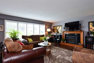 """Photo 4: 15701 GOGGS Avenue: White Rock House for sale in """"WHITE ROCK"""" (South Surrey White Rock)  : MLS®# R2178923"""