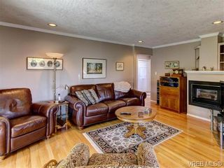 Photo 11: 2513 Emmy Pl in VICTORIA: CS Tanner House for sale (Central Saanich)  : MLS®# 745609
