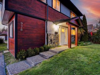 Photo 2: 978 Darwin Ave in : SE Swan Lake House for sale (Saanich East)  : MLS®# 871076