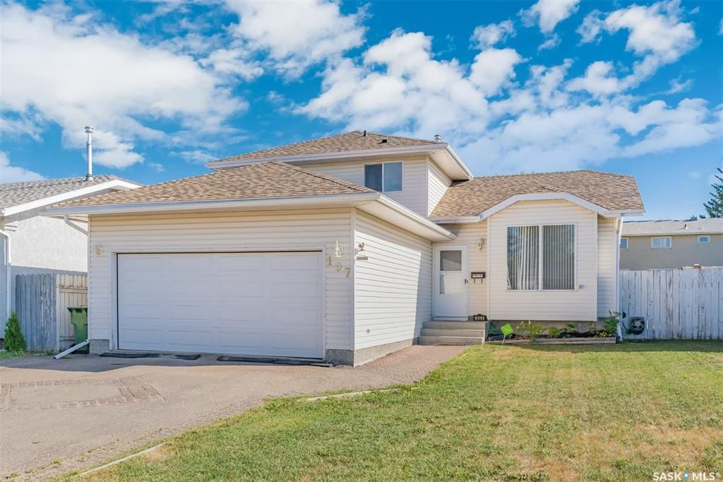 Main Photo: 107 Hall Crescent in Saskatoon: Westview Heights Residential for sale : MLS®# SK868538