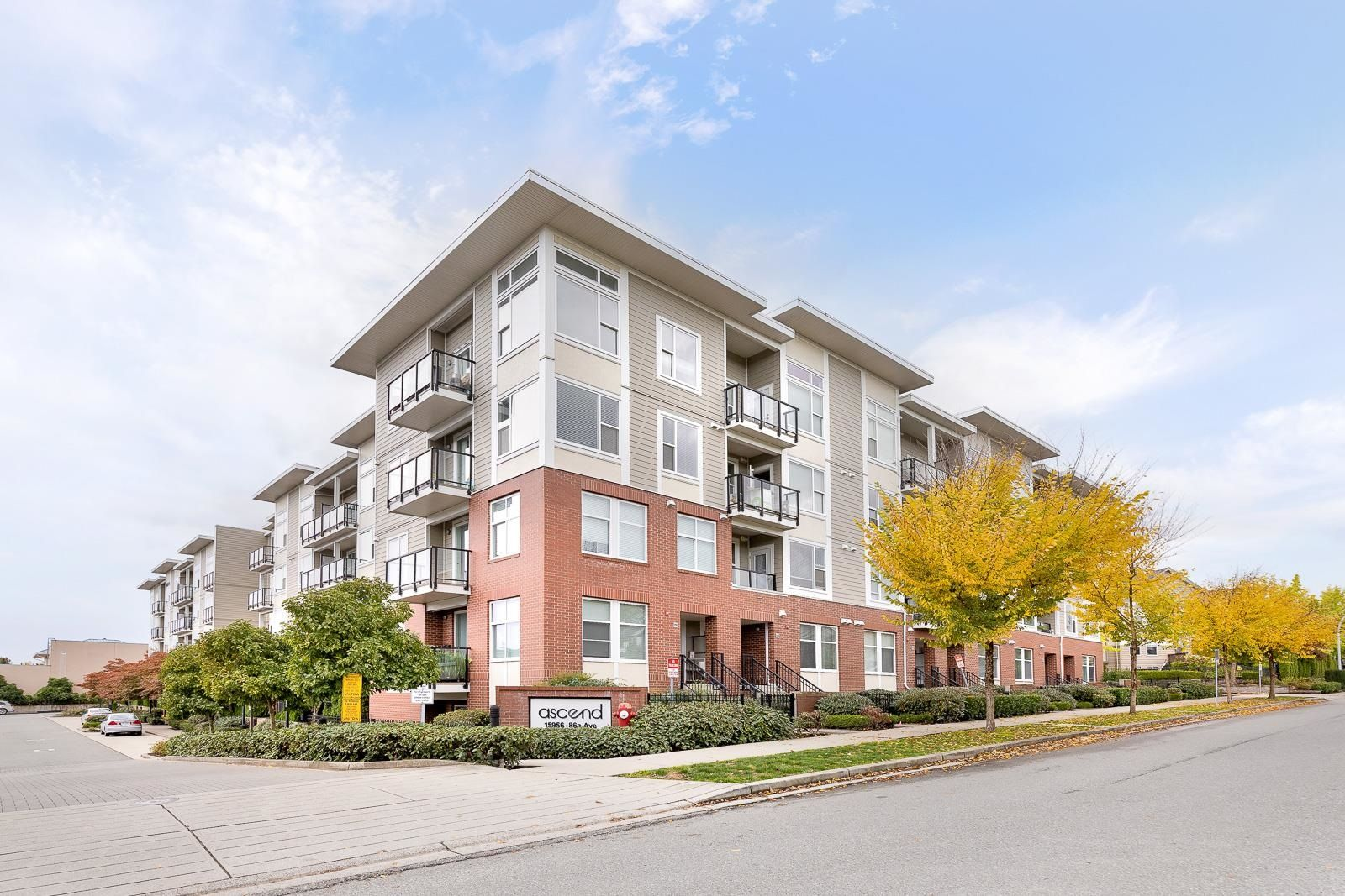 """Main Photo: 402 15956 86A Avenue in Surrey: Fleetwood Tynehead Condo for sale in """"ASCEND"""" : MLS®# R2623853"""