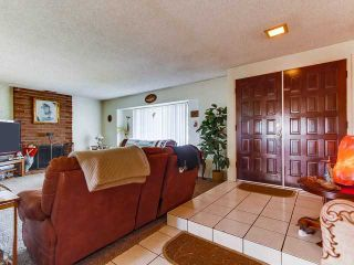 Photo 4: SOUTH ESCONDIDO House for sale : 3 bedrooms : 869 Montview Drive in Escondido
