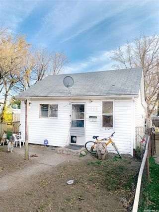 Main Photo: 1015 23rd Street West in Saskatoon: Westmount Residential for sale : MLS®# SK872069