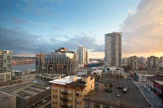 Photo 1: 901 720 CARNARVON Street in New Westminster: Downtown NW Condo for sale : MLS®# R2448057