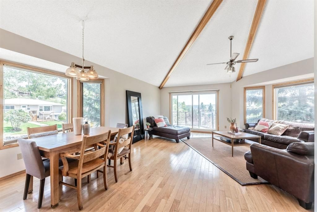 Main Photo: 2501 48 Street NW in Calgary: Montgomery Detached for sale : MLS®# A1142159
