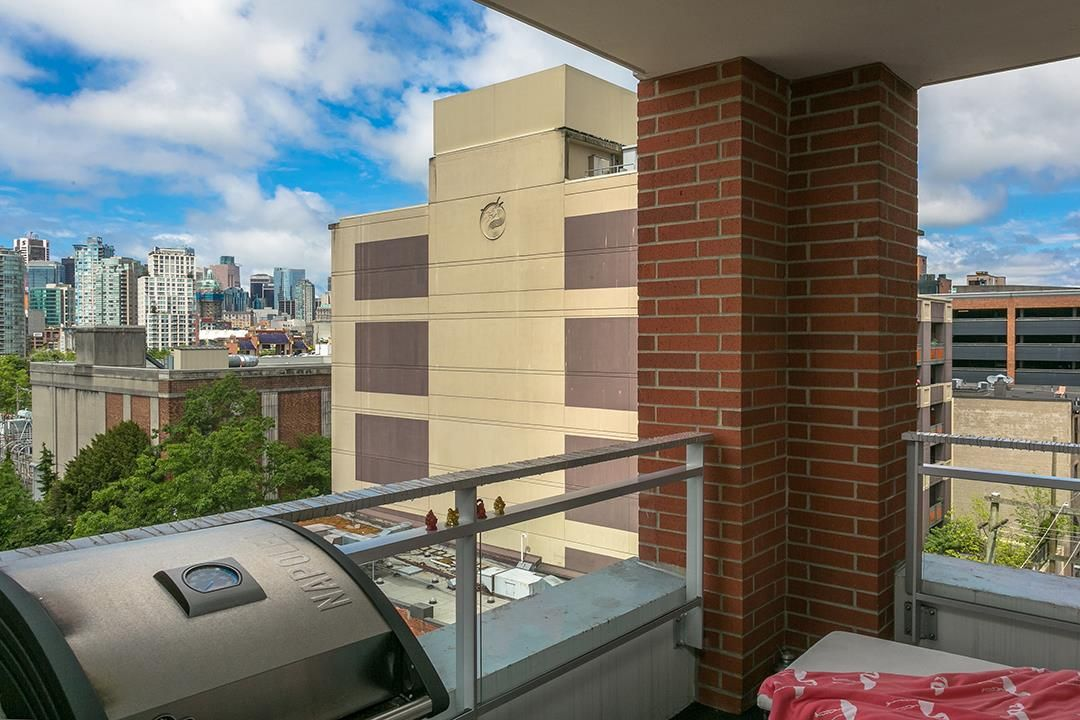 """Photo 6: Photos: 702 221 UNION Street in Vancouver: Strathcona Condo for sale in """"V6A"""" (Vancouver East)  : MLS®# R2372074"""