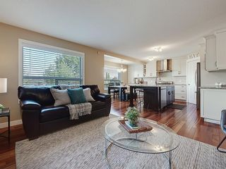 Photo 13: 54 BRIDLEPOST Green SW in Calgary: Bridlewood Detached for sale : MLS®# C4258811