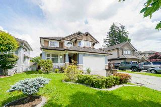 """Photo 2: 7310 146 Street in Surrey: East Newton House for sale in """"CHIMNEY HEIGHTS"""" : MLS®# R2465125"""