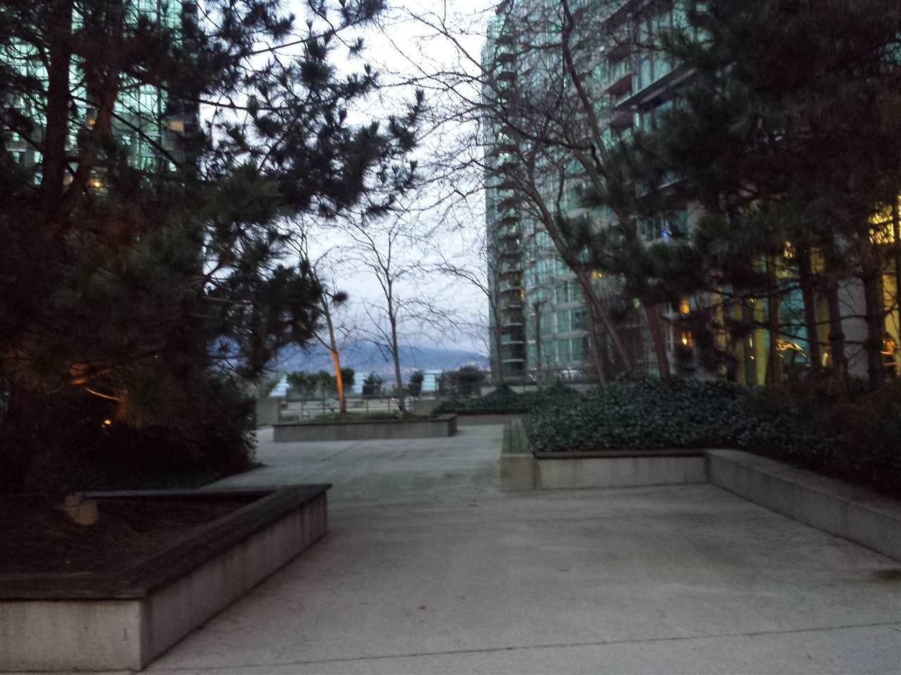 """Photo 5: Photos: 2206 1331 W GEORGIA Street in Vancouver: Coal Harbour Condo for sale in """"THE POINTE"""" (Vancouver West)  : MLS®# R2028676"""
