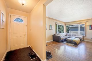 Photo 3: 2327 23 Street NW in Calgary: Banff Trail Detached for sale : MLS®# A1114808
