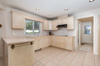"""Photo 10: 4391 MAHON Avenue in Burnaby: Deer Lake Place House for sale in """"DEER LAKE PLACE"""" (Burnaby South)  : MLS®# R2429871"""
