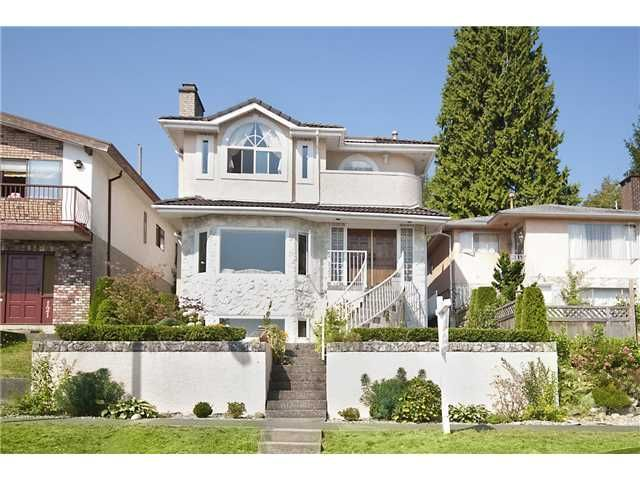Main Photo: 125 N WARWICK Avenue in Burnaby: Capitol Hill BN House for sale (Burnaby North)  : MLS®# V1138662