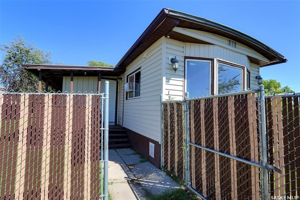 Main Photo: 136 Eastview Trailer Court in Prince Albert: South Industrial Residential for sale : MLS®# SK859935