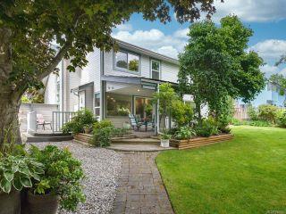 Photo 9: 879 Eastwicke Cres in COMOX: CV Comox (Town of) House for sale (Comox Valley)  : MLS®# 842967