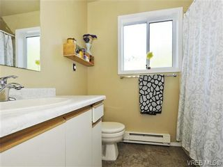 Photo 13: 2595 Wilcox Terr in VICTORIA: CS Tanner House for sale (Central Saanich)  : MLS®# 742349