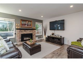 """Photo 9: 18677 61A Avenue in Surrey: Cloverdale BC House for sale in """"EAGLECREST"""" (Cloverdale)  : MLS®# R2426392"""