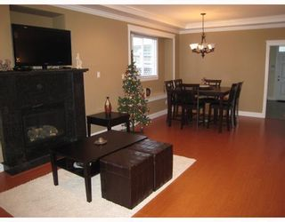 Photo 4: 8123 10TH Avenue in Burnaby: East Burnaby 1/2 Duplex for sale (Burnaby East)  : MLS®# V796032
