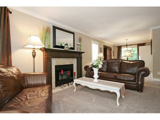 """Photo 3: 21510 83B Avenue in Langley: Walnut Grove House for sale in """"Forest Hills"""" : MLS®# F1442407"""