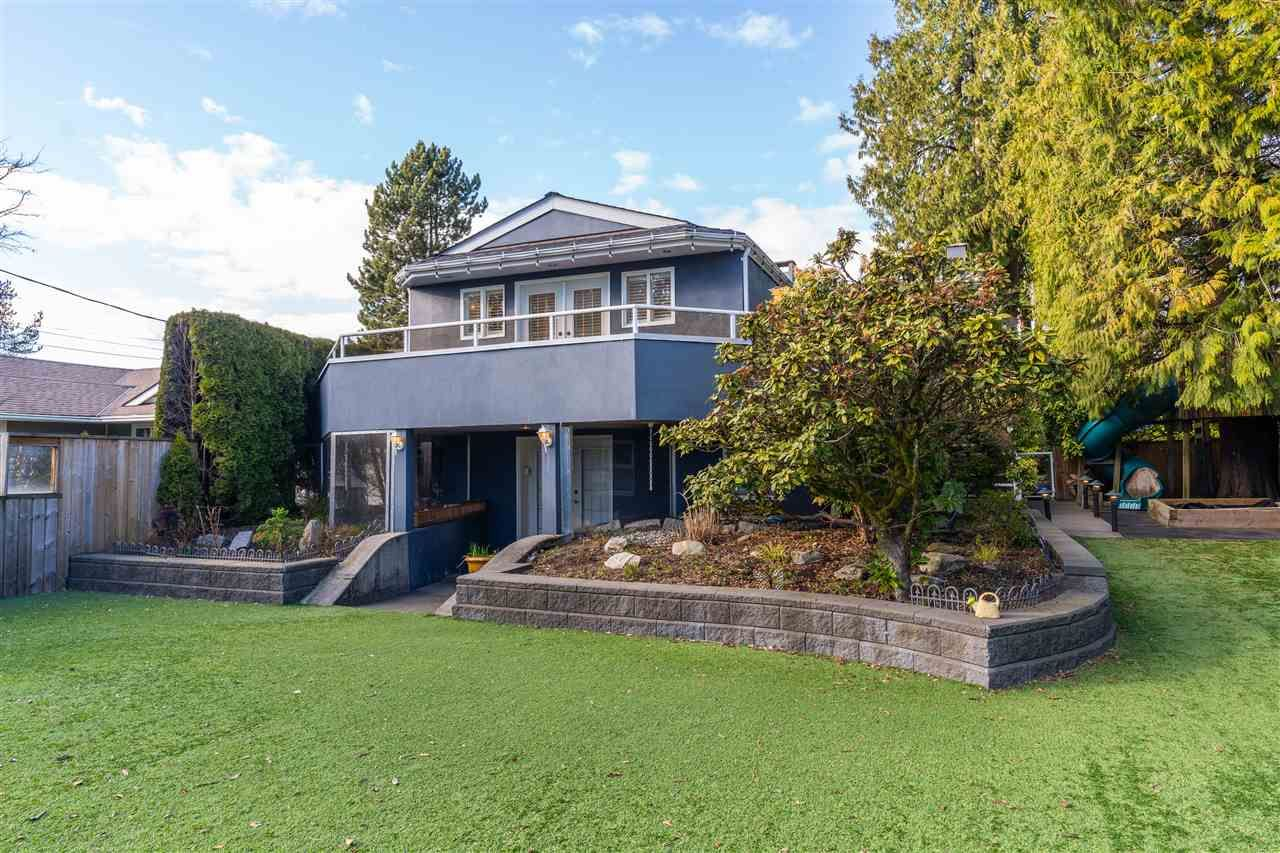 Main Photo: 784 E 15TH Street in North Vancouver: Boulevard House for sale : MLS®# R2552007