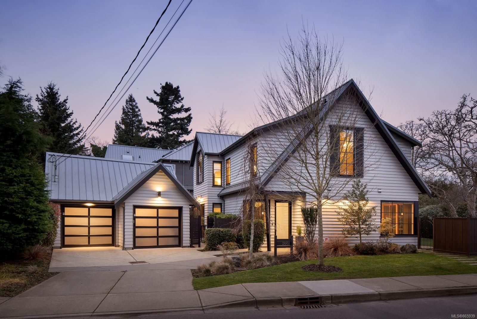 Main Photo: 2001 Runnymede Ave in Victoria: Vi Fairfield East House for sale : MLS®# 865939