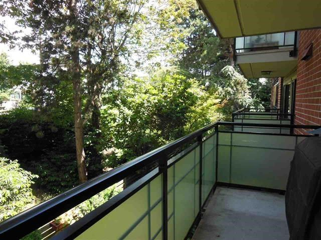 "Photo 7: Photos: 312 360 E 2ND Street in North Vancouver: Lower Lonsdale Condo for sale in ""EMERALD MANOR"" : MLS®# R2135102"