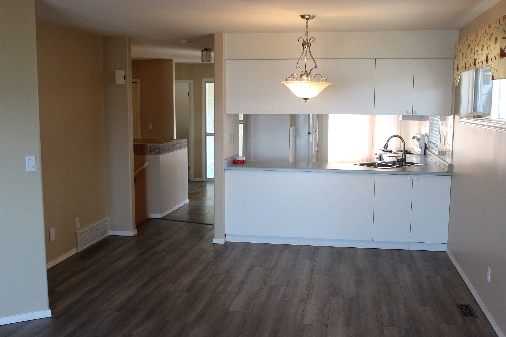 Photo 3: Photos: 4 1580 Springhill Drive in Kamloops: Sahali Townhouse for sale : MLS®# 156043