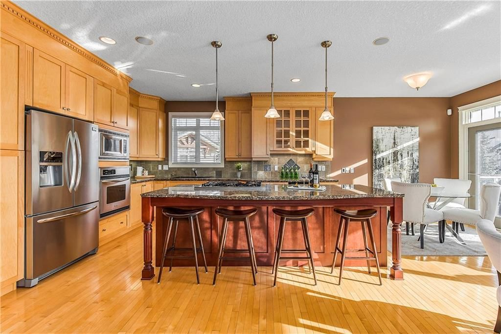 Photo 11: Photos: 73 DISCOVERY WOODS Villa SW in Calgary: Discovery Ridge Semi Detached for sale : MLS®# C4218779