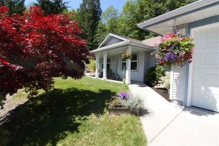 Photo 2: 5943 ST ANDREWS Place in Sechelt: Sechelt District House for sale (Sunshine Coast)  : MLS®# R2459726