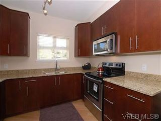 Photo 6: 118 21 Conard St in : VR Hospital Condo for sale (View Royal)  : MLS®# 569626