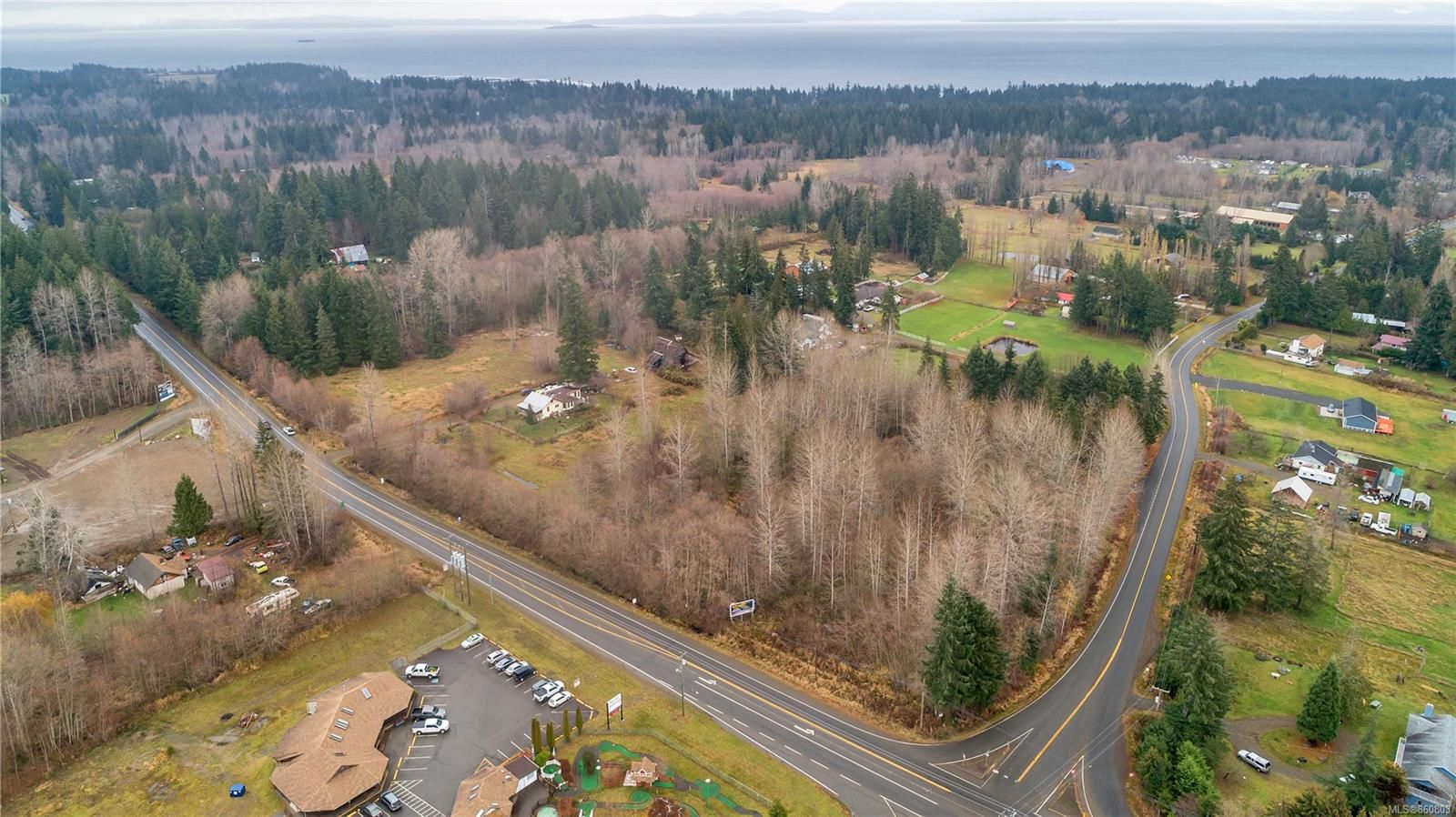 Photo 11: Photos: 8712 N Island Hwy in : CV Merville Black Creek Other for sale (Comox Valley)  : MLS®# 860803