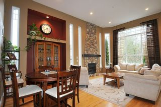 """Photo 3: 11735 GILLAND Loop in Maple Ridge: Cottonwood MR House for sale in """"RICHMOND HILL"""" : MLS®# R2027944"""