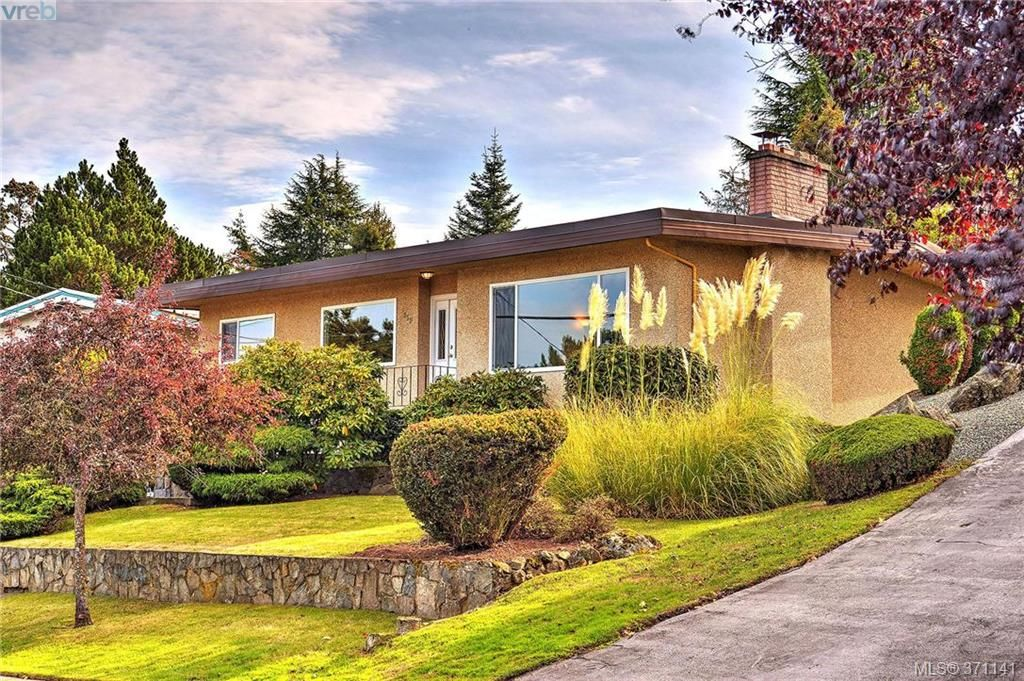 Main Photo: 869 Rockheights Ave in VICTORIA: Es Rockheights House for sale (Esquimalt)  : MLS®# 744469
