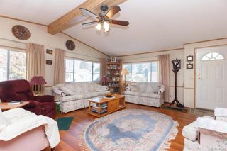 Photo 4: 5 1536 Middle Rd in View Royal: VR Glentana Manufactured Home for sale : MLS®# 775203