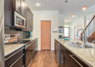 Photo 8: 3322 41 Street SW in Calgary: Glenbrook Detached for sale : MLS®# A1122385
