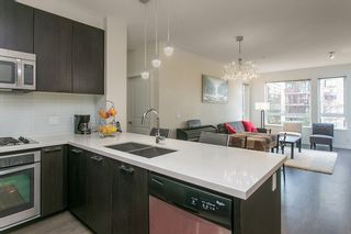 Photo 3: 307 717 Chesterfield Avenue in North Vancouver: Central Lonsdale Condo for sale : MLS®# R2138439