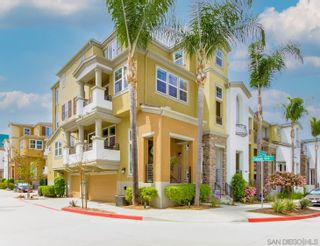 Photo 2: KEARNY MESA Townhouse for sale : 2 bedrooms : 5052 Plaza Promenade in San Diego
