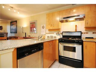 """Photo 4: 110 2181 W 10TH Avenue in Vancouver: Kitsilano Condo for sale in """"THE TENTH AVE"""" (Vancouver West)  : MLS®# V844401"""