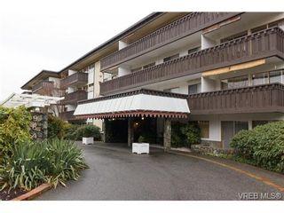 Photo 1: 202 964 Heywood Ave in VICTORIA: Vi Fairfield West Condo for sale (Victoria)  : MLS®# 719805